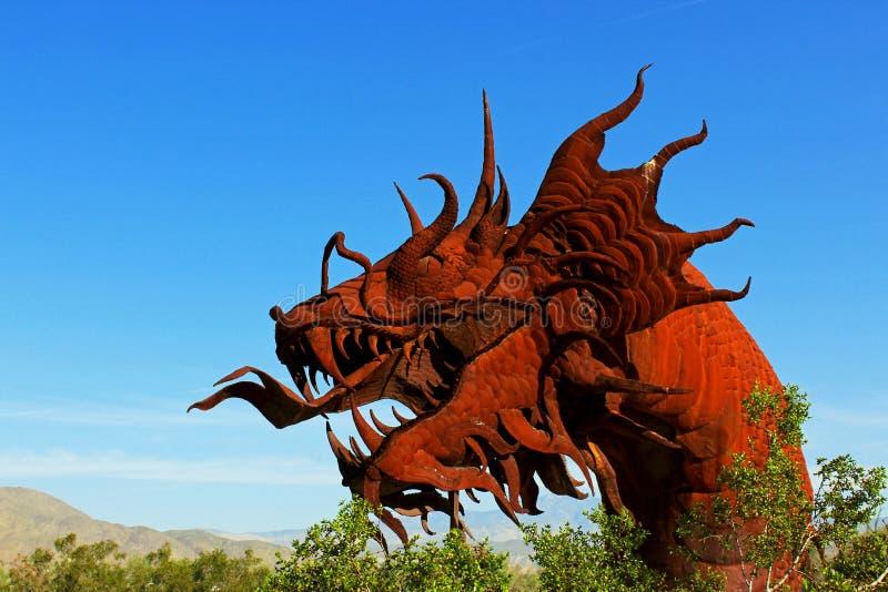 Beeldhouwwerk van de draak het hoofdkunst, het Park van de de Woestijnstaat van Anza Borrego stock foto's