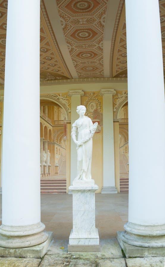 Beeldhouwwerk van de Lente in architecturale en freskoensemble het van Gonzaga Gallery, in het Pavlovsk Paleis in Pavlovsk, Rusla stock afbeeldingen