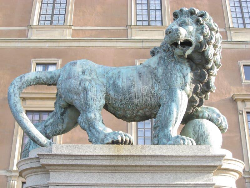 Beeldhouwwerk van een leeuw royalty-vrije stock afbeeldingen