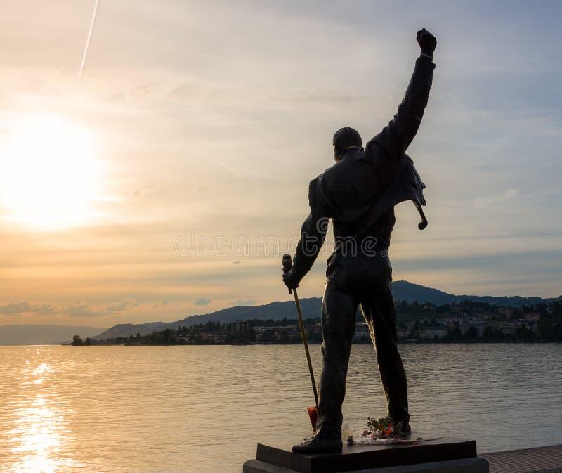 Beeldhouwwerk van Freddie Mercury in zonsondergang royalty-vrije stock fotografie