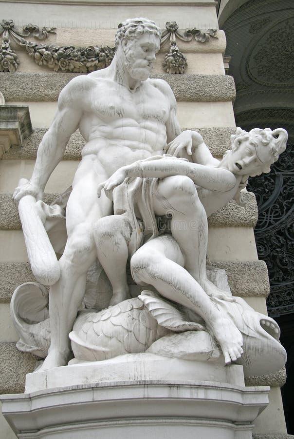 Beeldhouwwerk van Hercules dichtbij het Hofburg-Paleis in Wenen, Oostenrijk royalty-vrije stock foto's