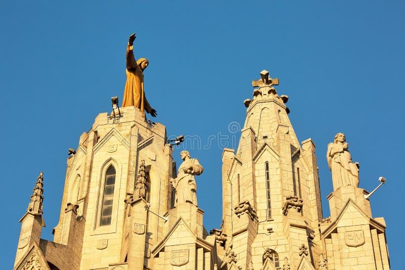 Beeldhouwwerk van het Heilige Hart van Jesus op de Sagrat-Cor kerk in Tibidabo-berg over Barcelona, Spanje royalty-vrije stock afbeeldingen