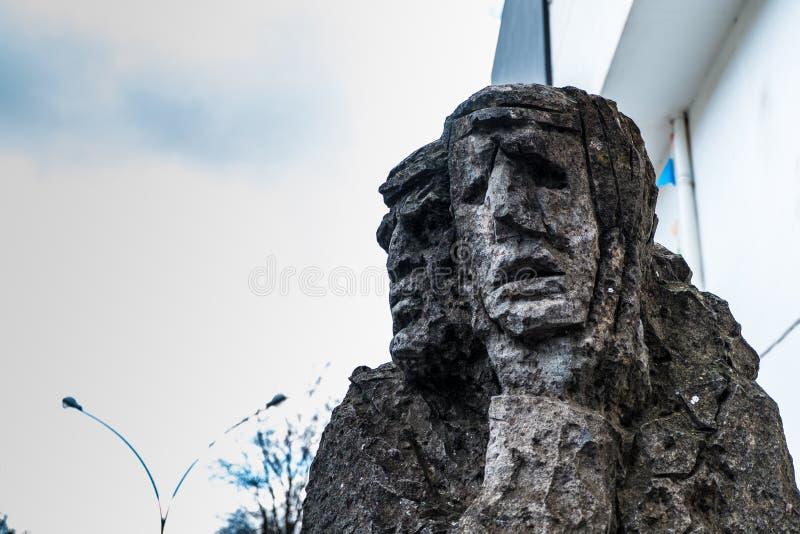 01-18-2018 - beeldhouwwerk van mamuthones, traditioneel masker in Mamoiada Carnaval, Nuoro, Sardinige, Italië stock afbeelding