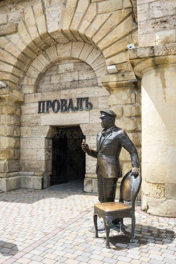 Beeldhouwwerk van Ostap-Buigmachine bij de ingang aan Proval in Pyatigors stock fotografie