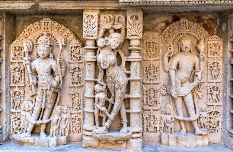 Beeldhouwwerken van godinnen bij Ranien ki vav, ingewikkeld geconstrueerd stepwell in Patan - Gujarat, India royalty-vrije stock foto