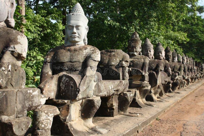 Beeldhouwwerksteeg in Angkor Wat stock foto's