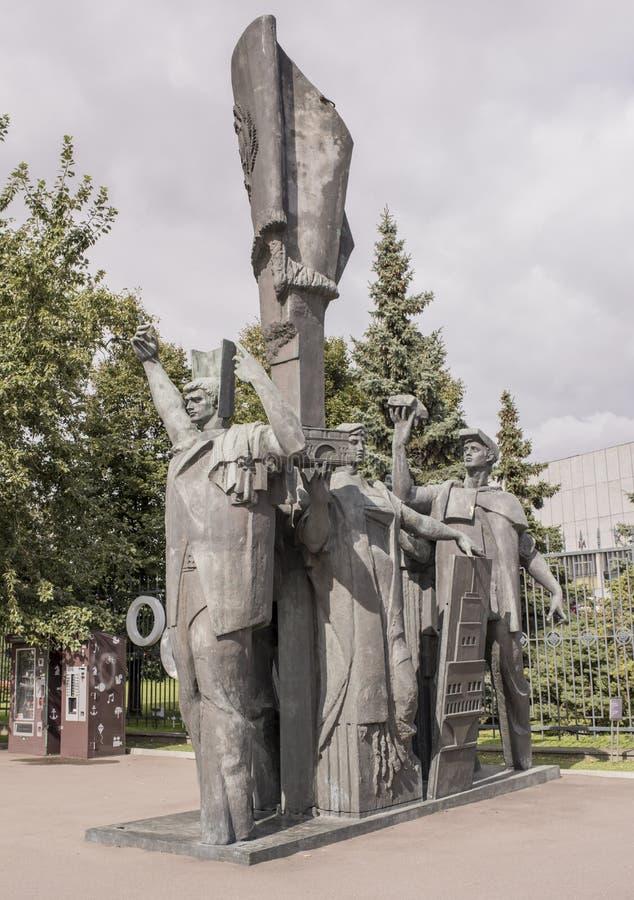 Beeldhouwwerkvrede aan de Wereld in Muzeon-park Sculptor M Baburin stock afbeelding