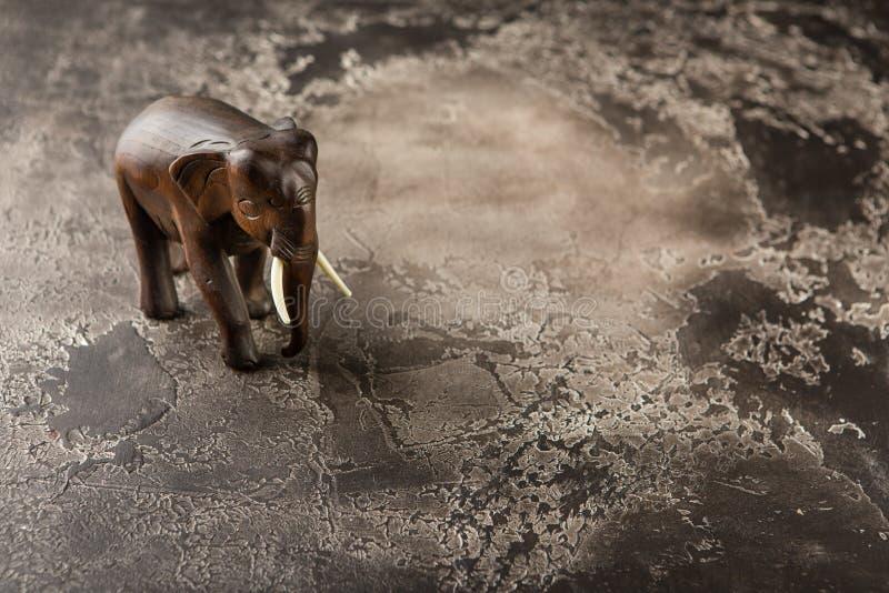 beeldje van een houten olifant royalty-vrije stock foto's