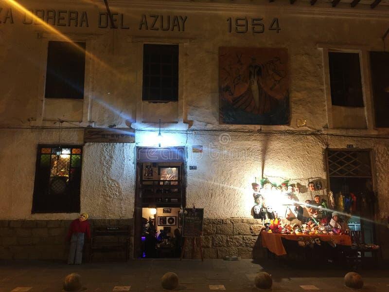 Beeltenissen of Viejos buiten een Bar in Cuenca Ecuador op Nieuwjarenvooravond stock afbeeldingen