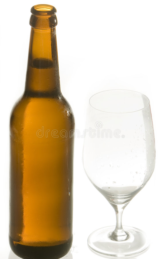 Beerbottle e glas imagens de stock royalty free