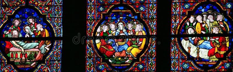 Beerdigung von Jesus, von Mary und von Pfingsten - Buntglas stockbild