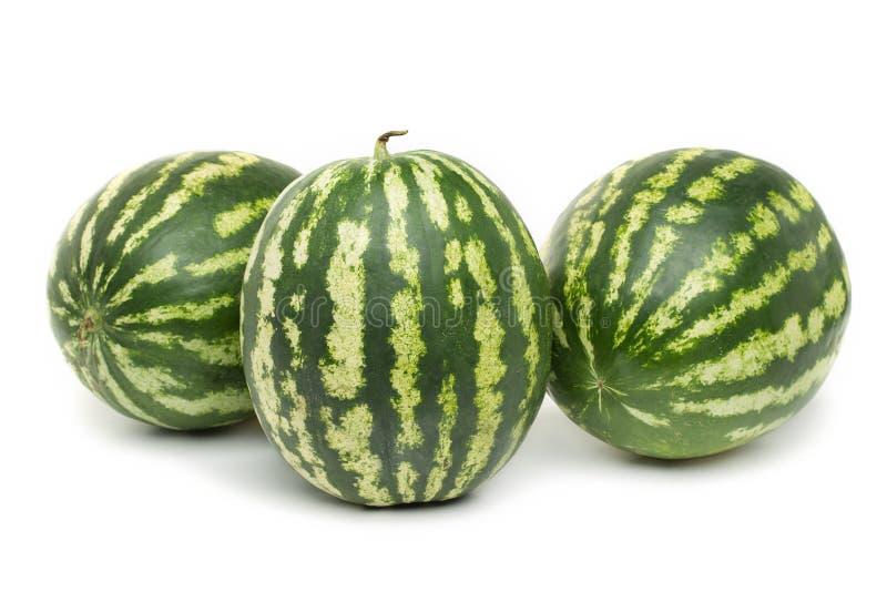 Beere mit drei reife Wassermelonen auf weißem Hintergrund stockfotos