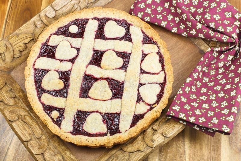 Beerentorte. Frischer gebackener Berry Pie mit Gitter Crus lizenzfreie stockfotos
