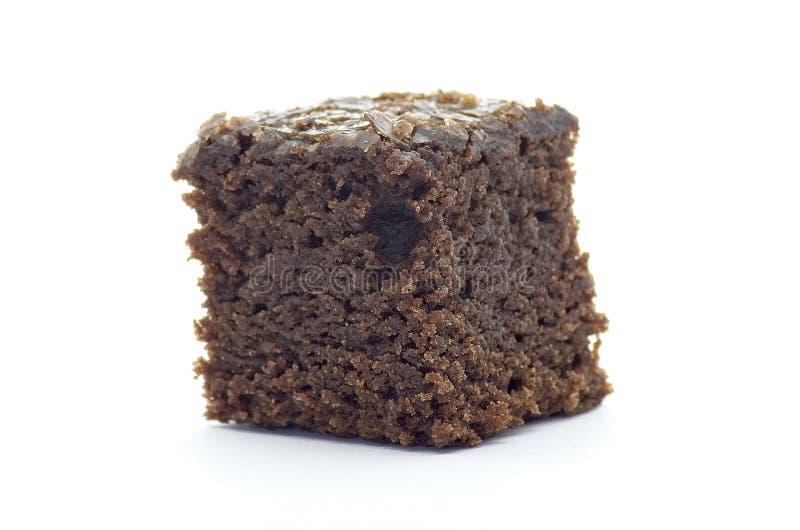 Beet Brownie Würfel auf weißem Hintergrund lizenzfreies stockbild
