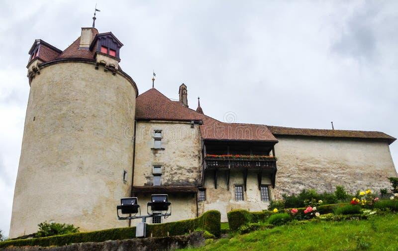 Befästning av den medeltida Gruyeres slotten, Gruyeres, Schweiz, Europa royaltyfri fotografi