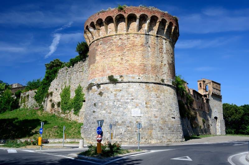 befästninggimignano italy san tuscany arkivfoto