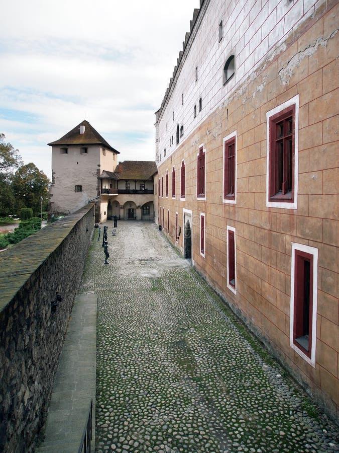 Befästningvägg av den Zvolen slotten, Slovakien royaltyfri bild