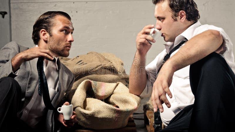 Befassen Kaffee und mit Geschäft lizenzfreies stockfoto