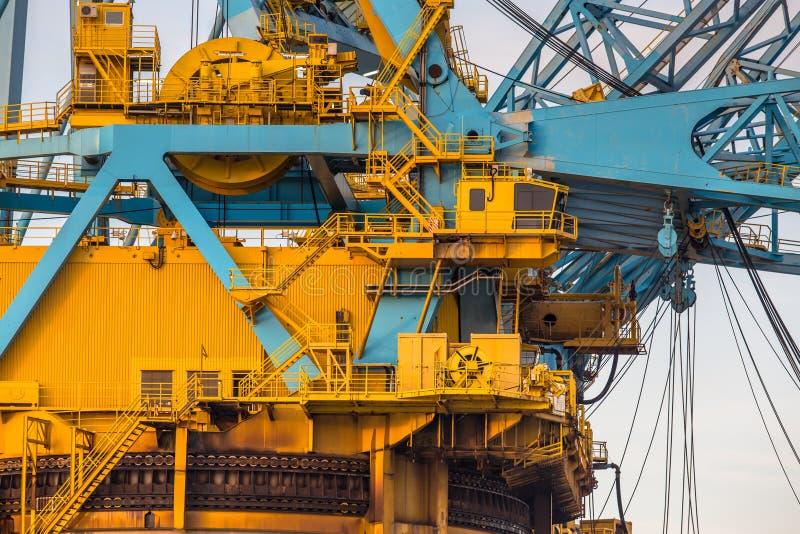 Befehls-Kabinenbereich von enormen Crane Vessel lizenzfreies stockfoto