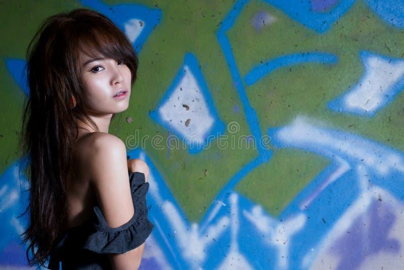 Befestigt asiatisches Mädchenportrait lizenzfreie stockfotos