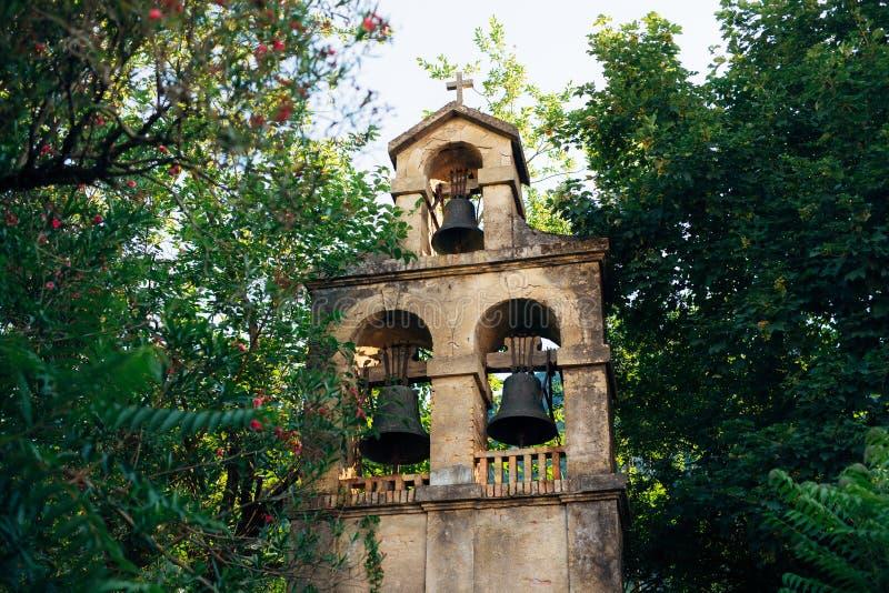 Beffroi d'une église dans Monténégro image stock
