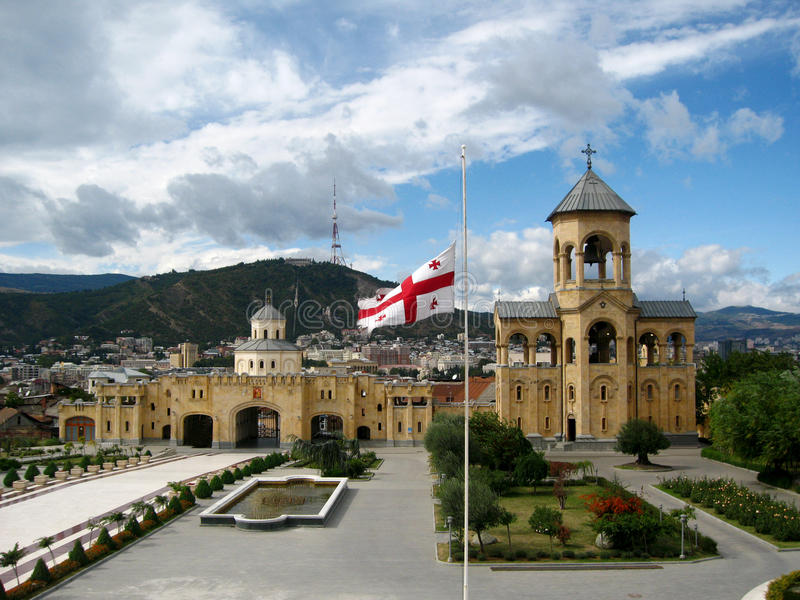 Beffroi de cathédrale de trinité sainte de Sameba, Tbilisi photographie stock libre de droits