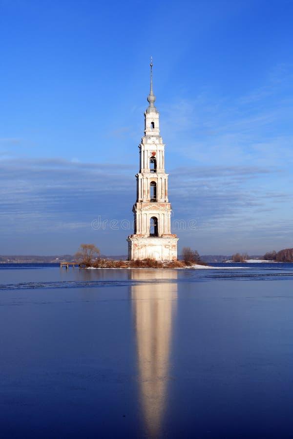 Beffroi inondé en Russie photo libre de droits
