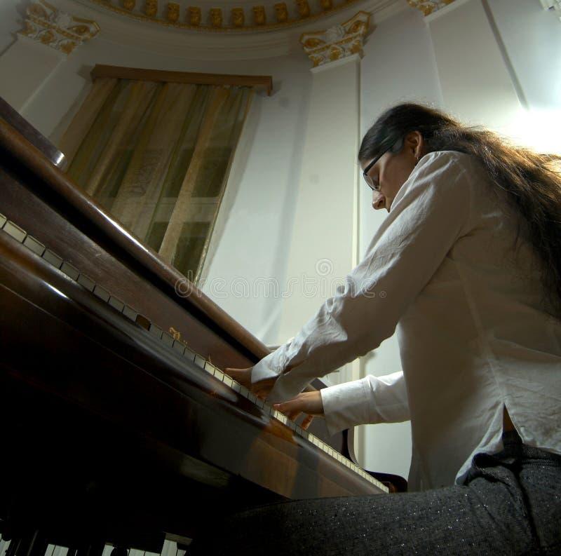 Begaafde Pianist bij piano-6 stock foto's