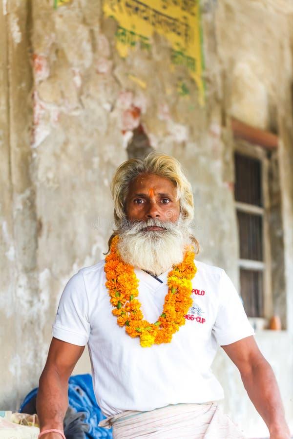 Begaat de portret Indische yogi Baba Ramis riten heilige rituelen India, Anor, royalty-vrije stock foto