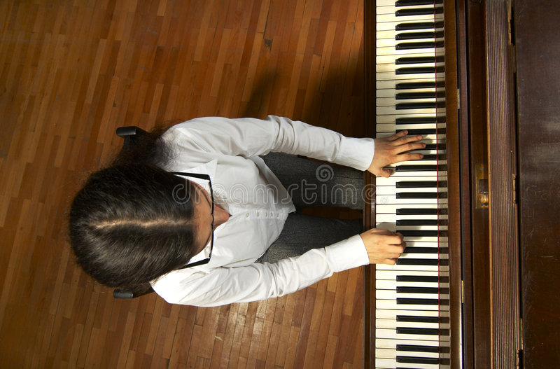 Begabter Pianist am Piano-6 stockfoto