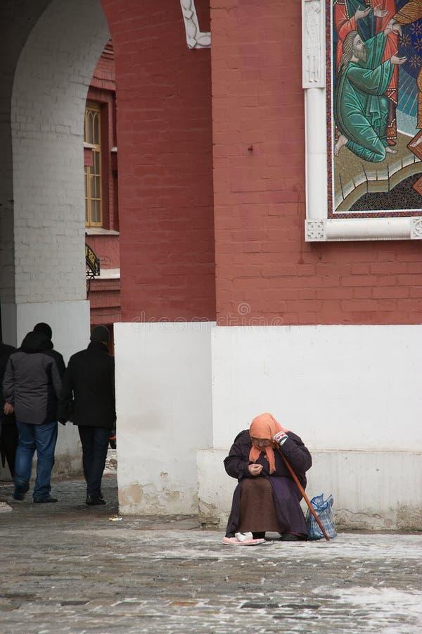 Begger no Kremlin de Moscou fotos de stock