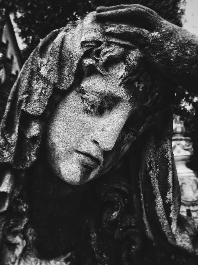 Begräbnis- girl& x27; s-Statue lizenzfreie stockfotografie