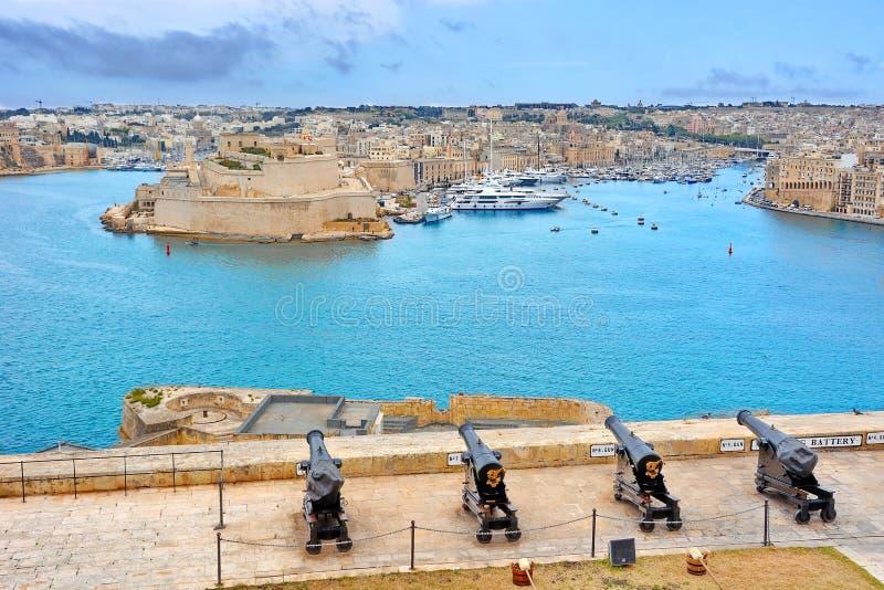 Begr?ssenbatterie in Valletta, Malta lizenzfreie stockfotografie