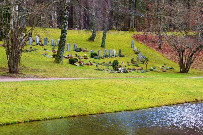 Begraafplaats door het water stock afbeeldingen