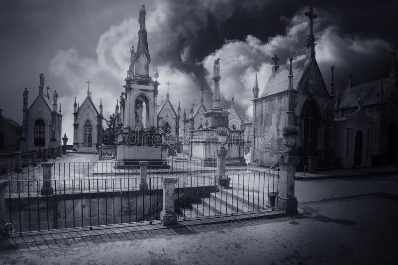 Begraafplaats geheimzinnige treden royalty-vrije stock fotografie