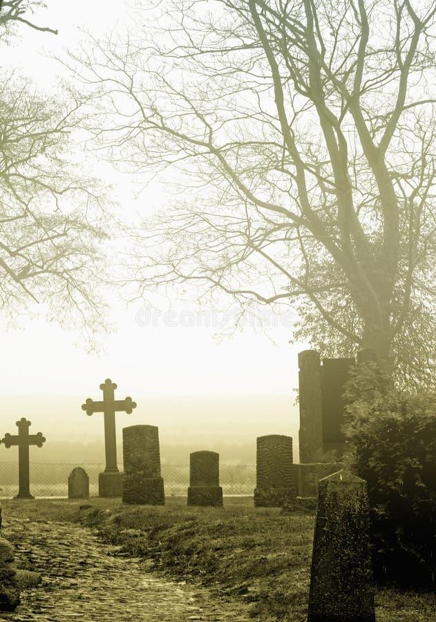 Begraafplaats in platteland royalty-vrije stock afbeeldingen