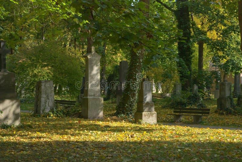 Begraafplaats in Schaduwen stock foto's