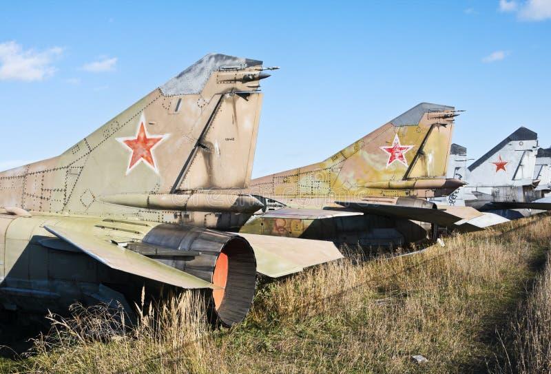 Begraafplaats van oude militaire vliegtuigen stock foto