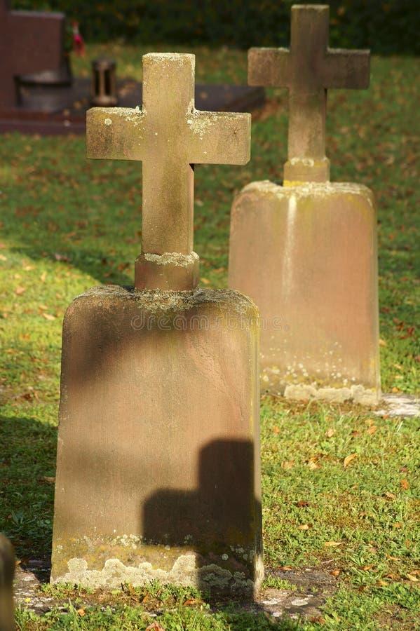 Begraafplaatskruisen stock afbeeldingen