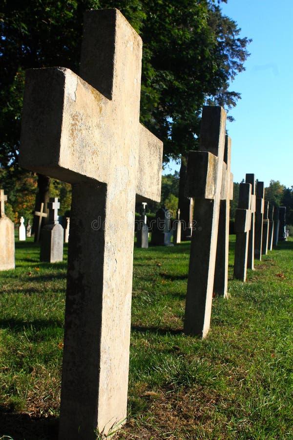 Begraafplaatskruisen stock fotografie