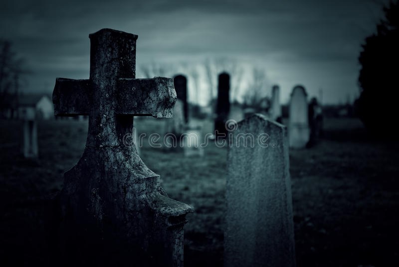 Begraafplaatsnacht stock foto