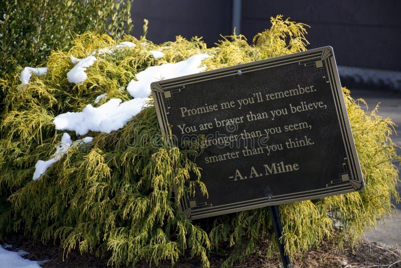 Begraafplaatsteken met citaat van A A milne royalty-vrije stock foto