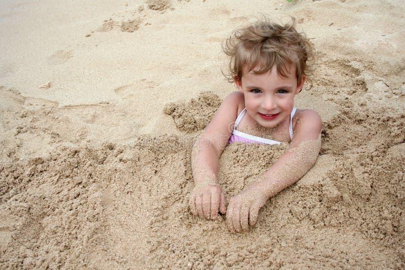 Begraben im Sand stockfoto
