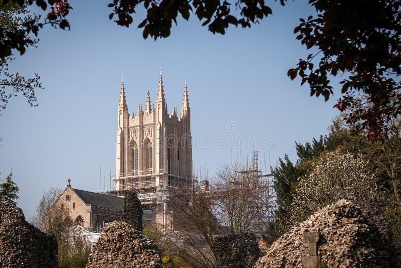 BEGRAVA ST EDMUNDS, SUFFOLK/UK - APRIL 24: En sikt av Bury StEdmun arkivfoton