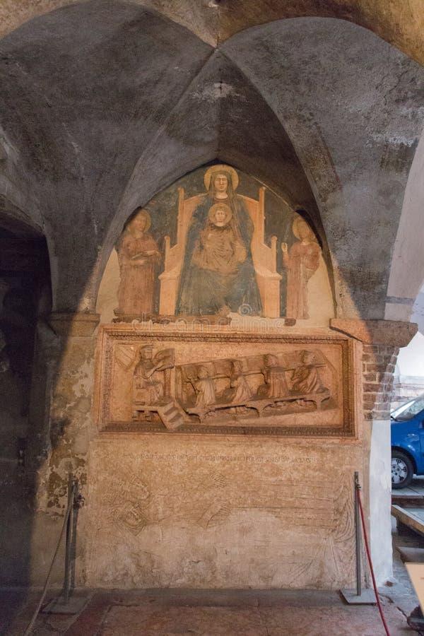 Begravnings- monument av juristen Antonio Pelacani i den San Fermo Maggiore kyrkan, Verona, Italien arkivbilder