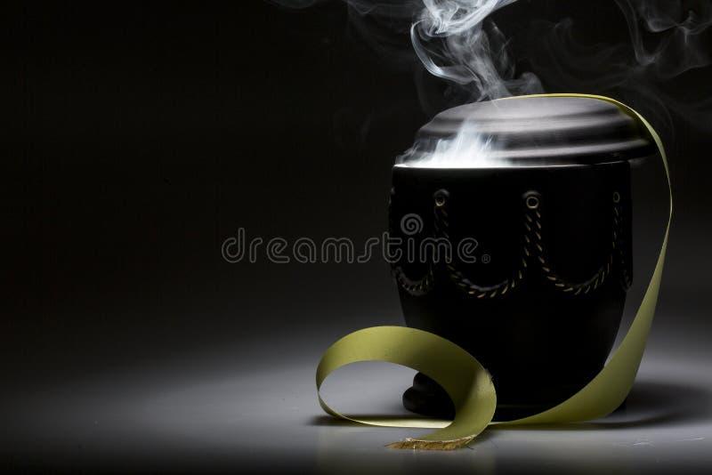 Begravnings- sörjande urna, för dödsruna royaltyfri bild