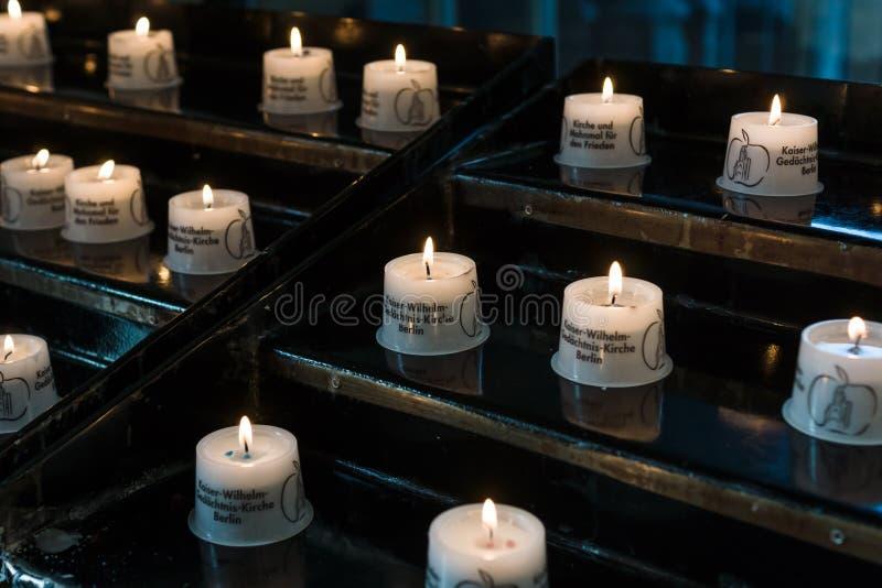 Begravningstearinljusen royaltyfria bilder