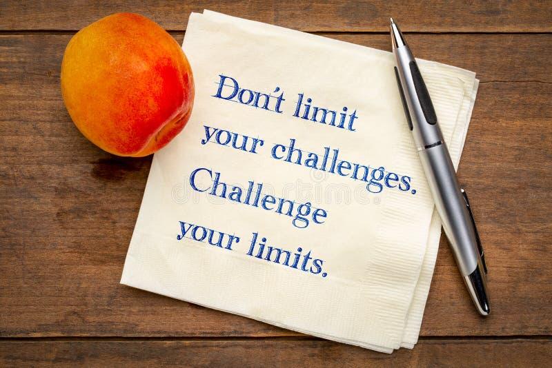 Begrenzen Sie nicht Ihre Herausforderungen lizenzfreies stockbild