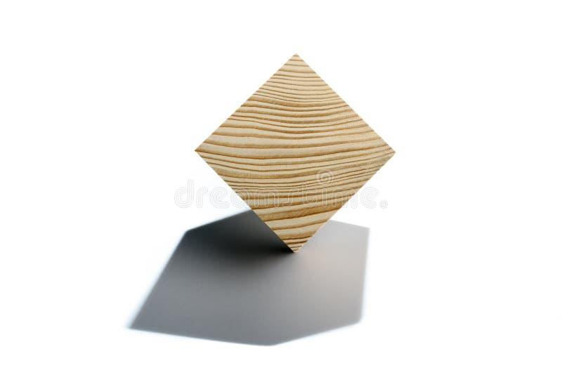 Begrepp av att balansera för affär Träkub på hörn arkivfoton