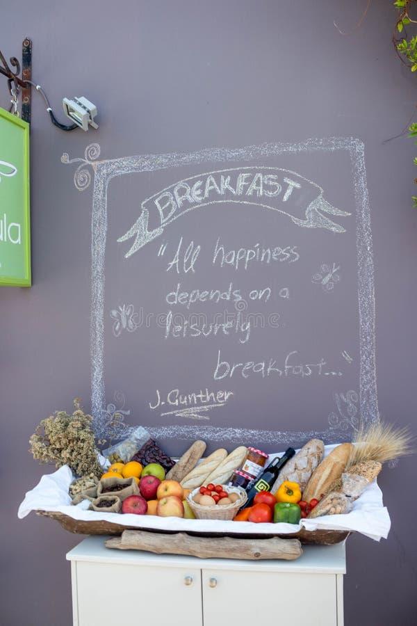 Begrepp av en allsidig frukost arkivfoto